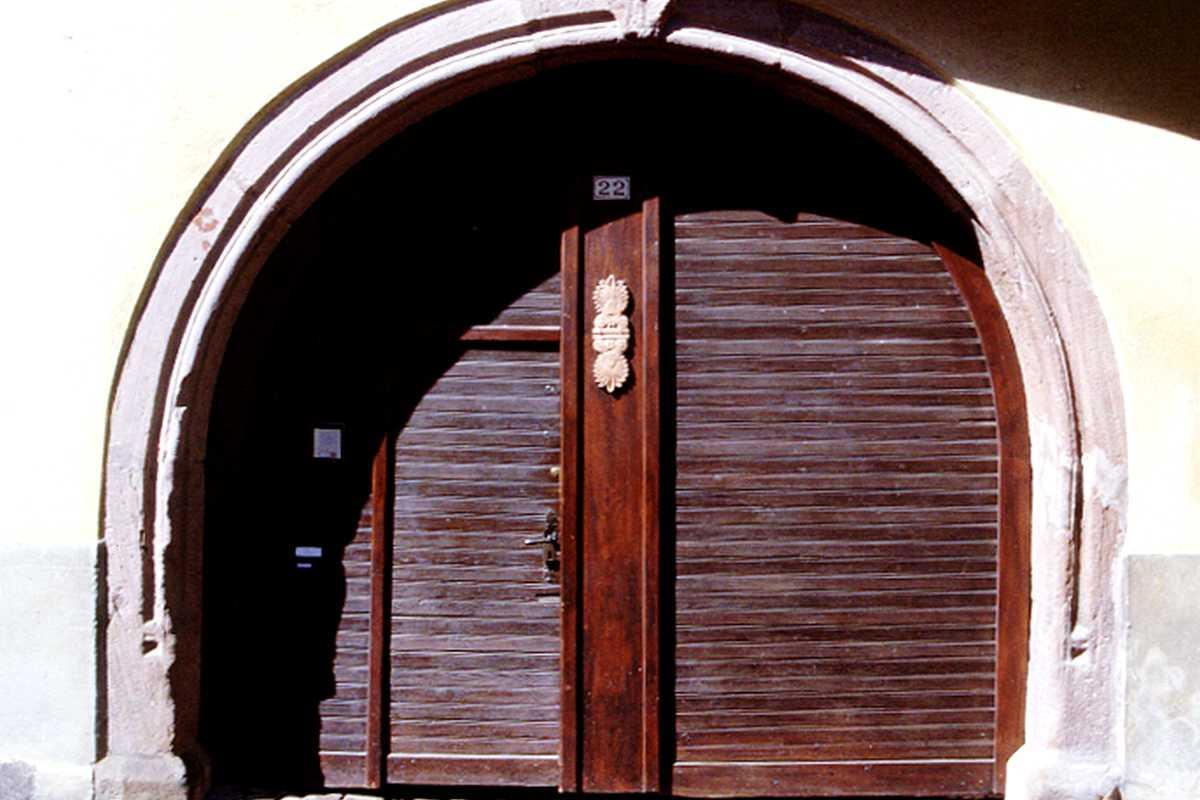 Portail bois ferme for Portail de maison pas cher